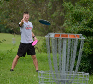 disc golfer on LBC's course, Red Tail Run